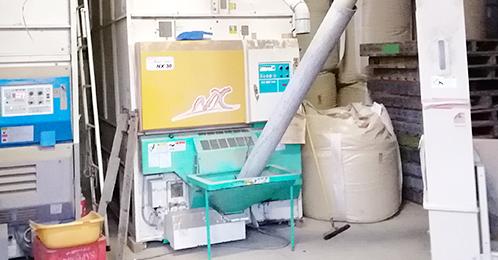 収穫後には綿密に制御された遠赤熱を利用し<br /> てお米にストレスをかけないように、低温でじっく<br /> り乾燥させ、食味重視のお米の水分で乾燥を仕<br /> 上げています。